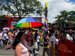 Gente y sombrilla multicolor. Marcha de la Diversidad 2018 /People and multicolored umbrella. Costa Rican Pride 2018 (vantcj1) Tags: calle urbano ciudad gente marcha desfile manifestación congregación sombrilla lgbti gay diversidad igualdad orgullo derechos amor amistad personas hombres mujeres bandera multicolor