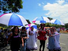 Gente trans. Marcha de la Diversidad 2018 / Trans people. Costa Rican Pride 2018 (vantcj1) Tags: gente trans personas lgbti diversidad igualdad orgullo derechos amor amistad marcha desfile manifestación sombrillas congregación vegetación calle urbano ciudad vehículos