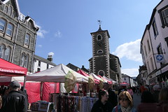 Keswick Market [2] (Ian R. Simpson) Tags: market stalls shoppers people crowd moothall building keswick cumbria lakedistrict england touristinformationcentre landmark square pedestrians clocktower clock tower buildings architecture