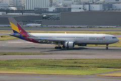 HL8282 A330-300 Asiana Airlines (JaffaPix +5 million views-thanks...) Tags: hl8282 a330300 asianaairlines aar jaffapix davejefferys tokyoairport japan aircraft airplane aeroplane aviation flying flight runway airline airliner hnd haneda tokyohaneda hanedaairport rjtt planespotting 330 a330 a333 airbus