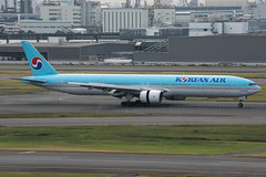 HL7534 B777-300 Korean Airlines (JaffaPix +5 million views-thanks...) Tags: hl7534 b777300 777 b777 b773 boeing koreanairlines kal jaffapix davejefferys tokyoairport japan aircraft airplane aeroplane aviation flying flight runway airline airliner hnd haneda tokyohaneda hanedaairport rjtt planespotting