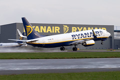 EI-DHN Ryanair B737-800 London Stansted Airport (Vanquish-Photography) Tags: eidhn ryanair b737800 london stansted airport vanquish photography vanquishphotography ryan taylor ryantaylor aviation railway canon eos 7d 6d 80d aeroplane train spotting egss stn londonstansted stanstedairport londonstanstedairport