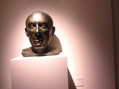 Bronze Bust of Picasso, by F. Aguilar V.  Picasso  Museum,  Buitrago de Lozoya,  Madrid (d.kevan) Tags: museum buitragodelozoya exhibits displaycabinets madrid spain picassomuseum bronze bust picasso faguilarv