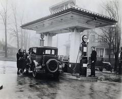 Gas station. (Txemari - Argazki.) Tags: