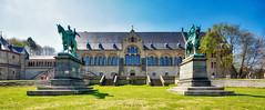 Kaiserpfalz (r.wacknitz) Tags: kaiserpfalz goslar architektur architecture statue harz historic history spring nikond3400 sigma1020 luminar18 gebäude palace niedersachsen lowersaxony