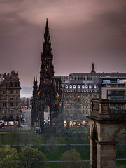 Scott monument - Edinburgh (Valérie C) Tags: edinburgh scotland monument building urban city uk sunset
