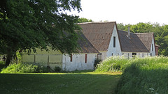 Farm house at Stevns Klint in Denmark (albatz) Tags: denmark chalkcliffs stevnsklint edge ocean farmhouse