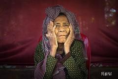 Cambogia - Povera vanità! (iw2ijz) Tags: cambodia cambogia siemriep posa nikon reflex donna ritratto portrait d500 vanità vecchiaia ancien anziana