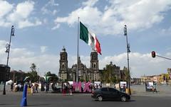CDMX - el Zocalo (chriskatsie) Tags: mexique mexico city place square flag drapeau bandera voyage travel viajes cathédrale cathedral catedra iglesia église church