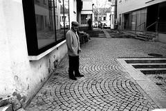 Hand in my pocket (Leica M6) (stefankamert) Tags: handinmypocket man standing street smoking film analog analogue leica m6 leicam6 voigtländer ultron kodak trix blackandwhite blackwhite noir noiretblanc bw