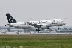 D-AIPD - 1989 build Airbus A320-211, Lufthansa Star Alliance logojet arriving on Runway 08R at Munich (egcc) Tags: 72 a320 a320211 airbus bavaria daipd dlh eddm franzjosefstrauss freiburg lh lightroom lufthansa muc munich staralliance billboard logojet