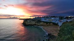 Carvoeiro (jantoniojess) Tags: sunset puestadesol atardecer atardecerenlaplaya ocaso algarve carvoeiro portugal costaportuguesa acantilado playa beach nubes clouds panasoniclumixlx100m2