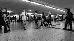 U-Bahnhof Alexanderplatz 2019-04-24 3:36:05 pm CEST (Pascal Volk) Tags: berlin mitte alexanderplatz ubahnhof berlinmitte people artinbw schwarz weis black white blackandwhite schwarzweis sw bw bnw blancoynegro blanconegro wideangle weitwinkel granangular superwideangle superweitwinkel ultrawideangle ultraweitwinkel ww wa sww swa uww uwa spring frühling primavera ubahnstation ubahnhaltestelle ubf ubhf uhst ubahn metrostation subwaystation railwaystation rapidtransit metro underground subway berlinubahn platform bahnhof bvg untergrundbahn undergroundrailway berlinerverkehrsbetriebe vbb metrosystem canonpowershotg1xmarkiii 15mm dxophotolab dxofilmpack