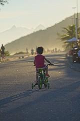 Diego curtindo a bike (mcvmjr1971) Tags: yellow sunset por do sol mmoraes nikon d800e lens sigma 100300 f4 ex praia de piratininga céu vermelho red sky clouds nuvens litoral seaside 2019