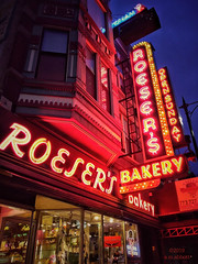 Roeser's Bakery (ilovecoffeeyesido) Tags: roesersbakery vintageneonsign neonsign vintagesign chicagoil cellphone mobilephone nightshot availablelight