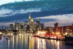 Weseler Werft 2017, Sommernacht der 1001 LIchter (markusgeisse) Tags: skyline frankfurt night nacht lichter main mainufer weseler werft konzert fluss spiegelung wolken blaue stunde