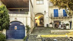 2761 Una calle de Cadaqués, Girona (Ricard Gabarrús) Tags: calle rue street cadaqués villa pueblo callejeando ricardgabarrus olympus ricgaba