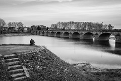 Alone In Nevers (Alexis Cayot) Tags: france cayot loire grand 35 fleuve berge canon l pont 5d zoom eos alexiscayotfr nevers eau portrait 16 28 angle wide markii alexis 2