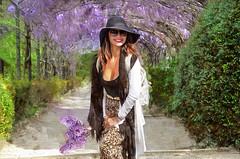 Sous la tonnelle (Xtian du Gard) Tags: xtiandugard femme girl pinup painting tonnelle glycine digiart digitalpainting beauty charme elégance jardin boboli florence firenze italy toscane