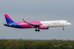 HA-LXW | Wizz Air | Airbus A321-231 | BUD/LHBP (Tushka154) Tags: hungary wizzair a321231 airbus ferihegy budapest a321 a321200 spotter halxw airbusa321 aircraft airplane avgeek aviation aviationphotography budapestairport lhbp lisztferencinternationalairport planespotter planespotting spotting