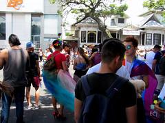 Ven como eres. Marcha de la Diversidad 2018 / Come as you are. Costa Rican Pride 2018 (vantcj1) Tags: marcha desfile manifestación tacones tutú hombre persona gente congregación multitud gay lgbti calle diversidad igualdad orgullo derechos amor amistad urbano vegetación edificios victoriano corona ciudad retrato