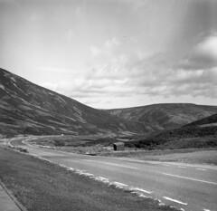 Glenshee, Scottish Highlands (AJH_1) Tags: tmax 100iso zeiss ikon nettar 120 roll film scotland highlands landscape uk view mountains road monochrome black white bw