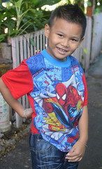 boy wearing spiderman shirt (the foreign photographer - ฝรั่งถ่) Tags: oct22016nikon boy child khlong thanon portraits bangkhen bangkok thailand nikon d3200