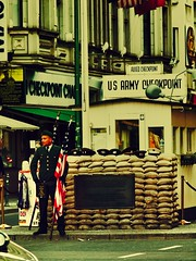 The guardian - Checkpoint Charlie (PHOTOGRAPHY Toporowski) Tags: berlin city street military green stadt strase checkpointcharlie checkpoint charlie grenzübergang mauer wall border
