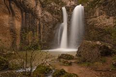 Chorrera de Espeñalayegua. (Amparo Hervella) Tags: lafuentona cascadadeespeñalayegua soria españa spain paisaje naturaleza cascada agua árbol roca largaexposición d7000 nikon nikond7000