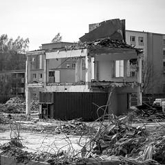 De[con]struction III (Mikael Neiberg) Tags: pulldown deconstruction takeapart demolish buildingsite kannelmäki school broke waste nikond700 nikkoraf75300mmf4556