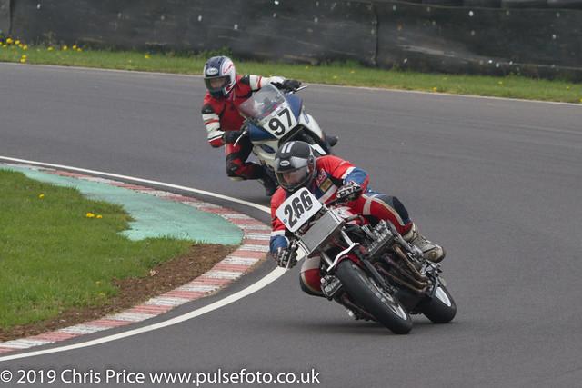 CRMC Castle Combe 2019 - Race 31 Classic 1300cc, Superbike 2 & Superstock