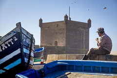 (FelixPagaimo) Tags: people beach man relax relaxing sitting essaouira morocco street photography boat boats fishing felixpagaimo