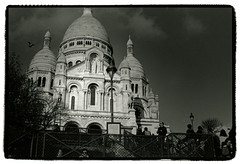 Sacré Cœur (Tamakorox) Tags: paris france impressionism postimpressionism japan japanese canon f1 ilford kodak tmax film bw street light shadow iso400 analoguecamera montmartre 印象派 ポスト印象派 サクレクール寺院 モンマルトル 日本 日本人 光 影 喜び