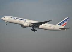 F-GSPR, Boeing 777-228(ER), 28683 / 367, Air France, CDG/LFPG 2019-02-16, off runway 27L. (alaindurandpatrick) Tags: 28683367 fgspr 777 772 777200 boeing boeing777 boeing777200 jetliners airliners af afr airfrance airlines cdg lfpg parisroissycdg airports aviationphotography