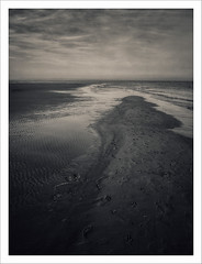 (Smart)phone landscapes 8 (Outlaw Pete 65) Tags: paesaggi landscapes cielo sky nuvole clouds mare sea spiaggia beach sabbia sand impronte footprints biancoenero blackandwhite huaweip9 lignanoriviera friuliveneziagiulia