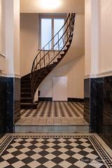 Geschwungende Treppe (Frank Guschmann) Tags: treppe treppenhaus staircase stairwell escaliers architektur stairs stufen steps frankguschmann nikond500 d500 nikon