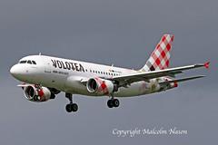 A319-112 EI-EZC VOLOTEA (shanairpic) Tags: jetairliner passengerjet a319 airbusa319 shannon irish volotea eiezc
