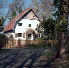 Buckow, Brecht-Weigel Haus (tessar_man) Tags: famoushouses brandenburg superikonta tessar historicalsites