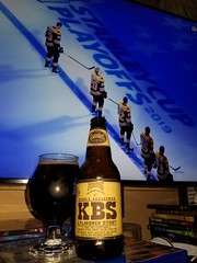 Kentucky Breakfast Stout (KBS) (2018) (Pak T) Tags: hockey game tv playoffs nhl bruins barrelaged bourbonbarrels coffee chocolate foundersbrewing grandrapids michigan american imperial double stout kentucky breakfast bottle glass kbs beer alcohol beerporn beverage drink samsunggalaxys8 tmobile untappd