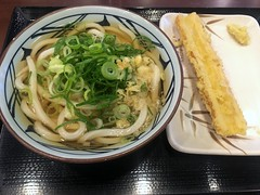 Udon with a fish ball tempura from Marugame Seimen (Fuyuhiko) Tags: udon with fish ball tempura from marugame seimen うどん 丸亀製麺 ちくわ天 東京 tokyo