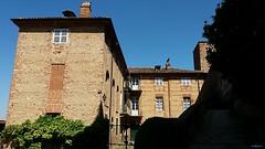 zone buie (archgionni) Tags: edificio buildings mattoni bricks finestre windows cielo sky blu blue ombre shadows luce light piemonte italy