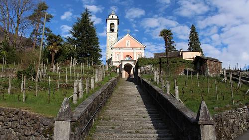 Maggia - Pfarrkirche San Maurizio mit monumentaler Treppe
