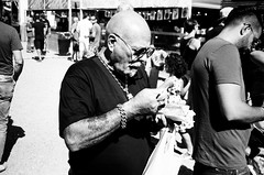 Cervelat (gato-gato-gato) Tags: 35mm contax contaxt2 iso100 ilford ls600 noritsu noritsuls600 strasse street streetphotographer streetphotography streettogs t2 analog analogphotography believeinfilm film filmisnotdead filmphotography flickr gatogatogato gatogatogatoch homedeveloped pointandshoot streetphoto streetpic tobiasgaulkech wwwgatogatogatoch black white schwarz weiss bw monochrom monochrome blanc noir strase onthestreets mensch person human pedestrian fussgänger fusgänger passant schweiz switzerland suisse svizzera sviss zwitserland isviçre zuerich zurich zurigo zueri autofocus