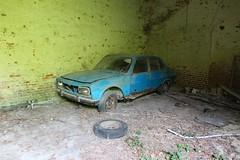 Peugeot 504 2 (Raphael Drake) Tags: abandonne abandoned urbex rurex decay decayed maison house grange barn peugeot 504 car wreck voiture epave