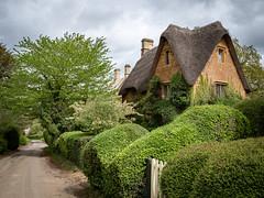 Bankside Cottage, Great Tew, Cotswolds (Bob Radlinski) Tags: banksidecottage cotswolds england greatbritain greattew oxfordshire uk travel em1d3715edit