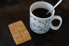 Kaffee mit Keks zur Begrüßung (multipel_bleiben) Tags: essen zugastbeifreunden kaffee gebäck
