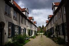 Gasse in Lübeck (HeierJung) Tags: sony a77 lübeck altstadt idyll gasse