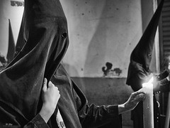 El Penitente (Di_Chap) Tags: cierge penitente nazarenos semanasanta seville confréries cofradías cire pénitent capirote andalousie procession