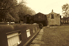 Whaley Bridge Wharf   (Peak Forest Canal)   May 2019 (dave_attrill) Tags: barge moored wharfbuilding wharf whaleybridge peakforest canal towpath peakdistrict nationalpark derbyshire may 2019 cheshirering waterway sepia monochrome