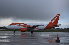 G-EZFX Airbus A319-111 easyJet (lee_klass) Tags: gezfx airbusa319 airbus airbusa319111 easyjet ezy u2 ezy725 u2725 plane easyjetairbusa319 easyjeta319 airliner a319 aeroplane aviation aviationphotography aviationspotter aviationenthusiast aviationawards aircraft aircraftphotography aircraftspotting jetliner airplane jetairliner jet jetairplane jetaircraft canon canonaviation canoneos1200d canonefs1855mmf3556iii londonsouthendairport sen egmc southendairport southend england essex unitedkingdom jerseyairport jersey jer egjj planespotting transport airtransport travel airtravel twinenginedjet vehicle easyjetcom